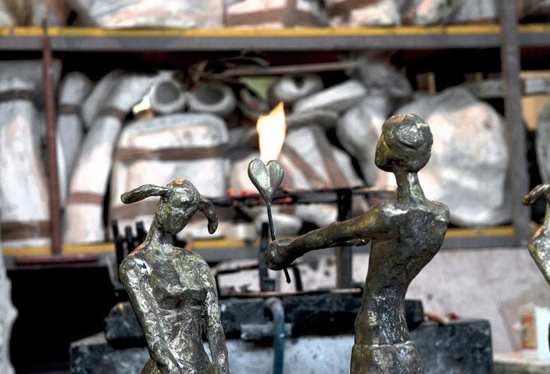 """Patinatura, """"Il dono"""" Bronzo, cm 90x34x28, 2012"""