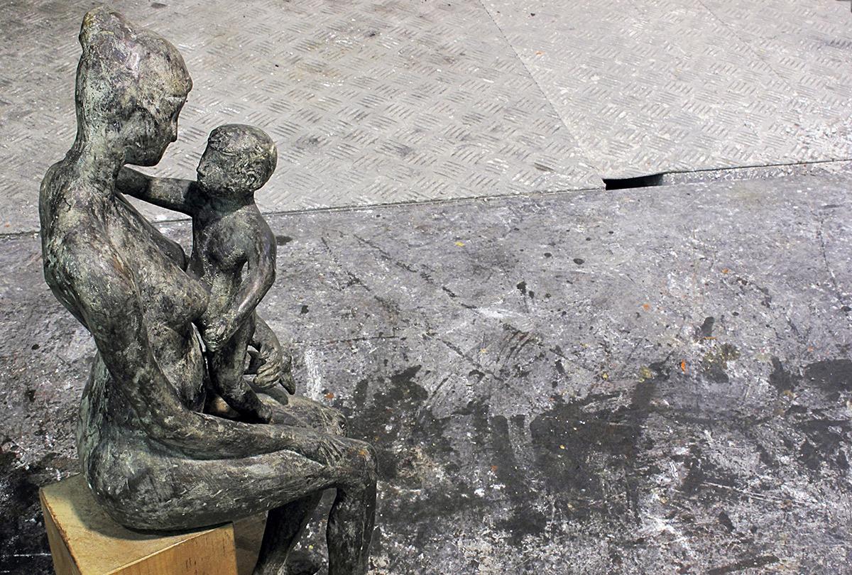 Maternità, Bronzo, cm 51X17X22, 2002